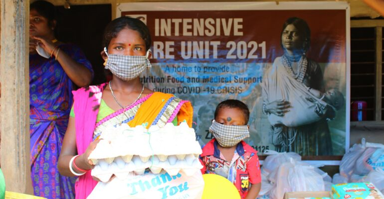 A family receives supplies from a local Intensive Care Unit during the second wave of the COVID-19 pandemic in India